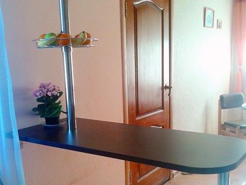 На фото барная стойка для кухни