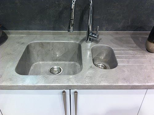Фото кухонной мойки из искусственного камня