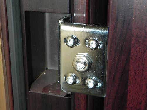 На фото петли для металлических дверей