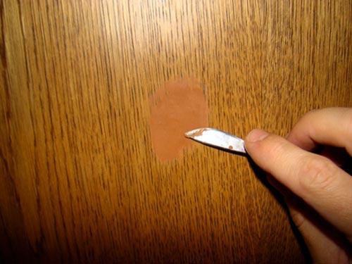 На фото восстановление деревянной двери