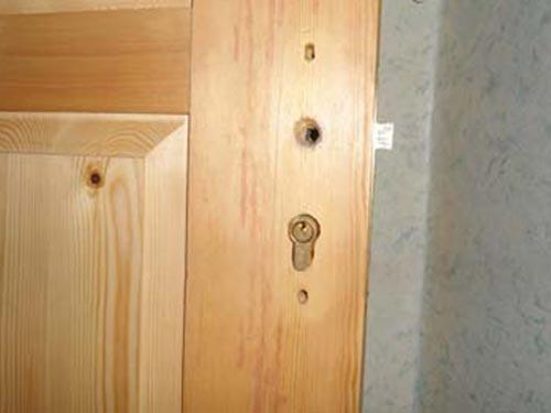 Ремонт замков в деревянных дверях