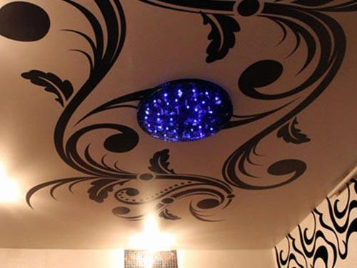 На фото экологически чистые натяжные потолки