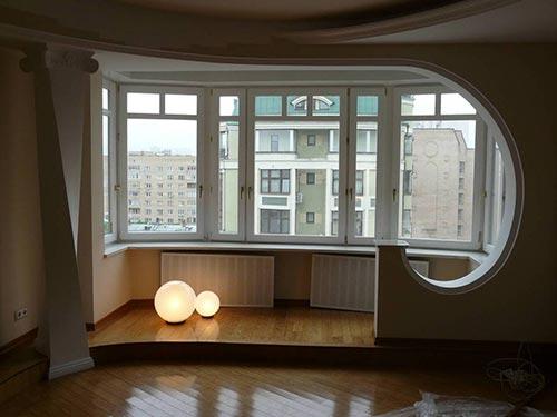 На фото балкон соединенный с комнатой