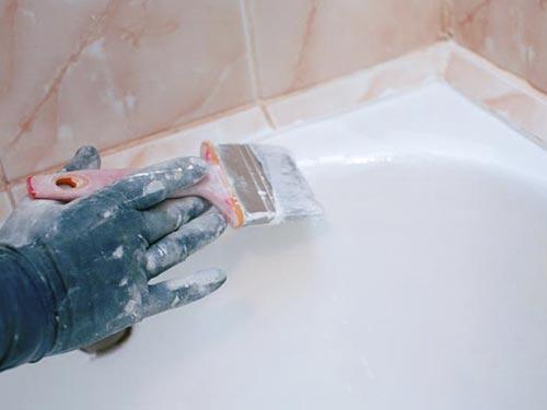 На фото реставрация ванны эмалью