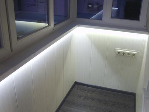 Как провести свет на балкон своими руками видео