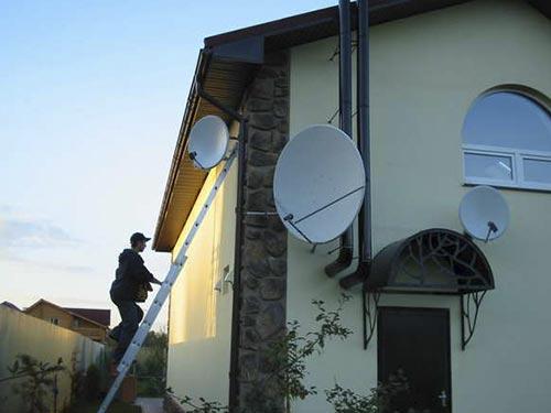 На фото настройка спутниковой антенны