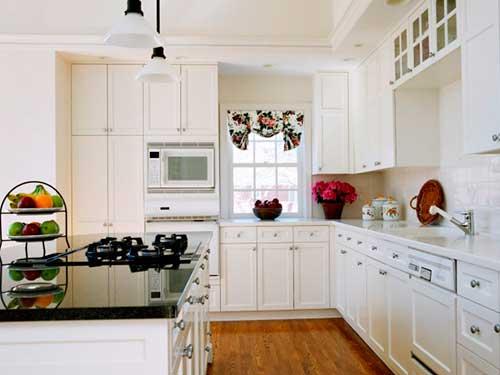 На фото кухня в белом цвете