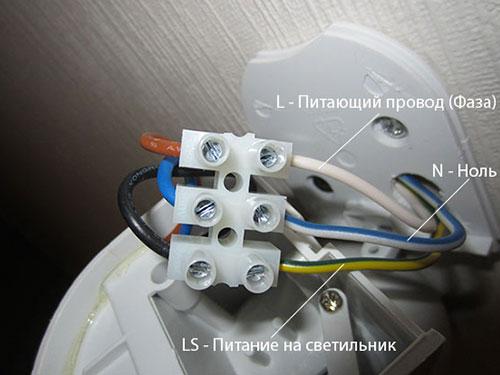 На фото устройство датчика движения