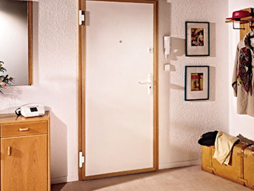 На фото дизайн прихожей в малогабаритной квартире