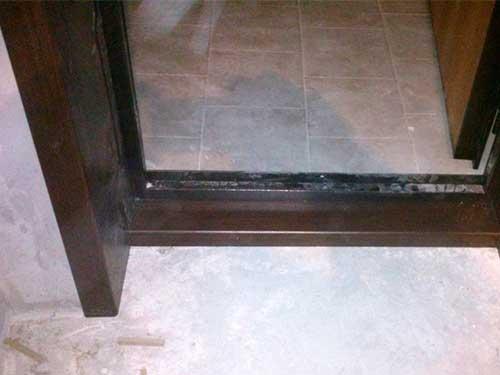 На фото откосы на входную дверь