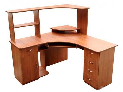 На фото угловой компьютерный стол
