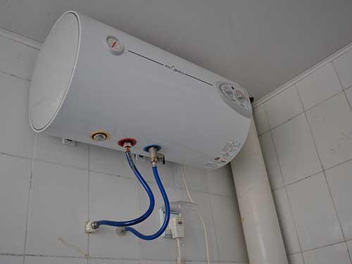 На фото накопительный электрический водонагреватель