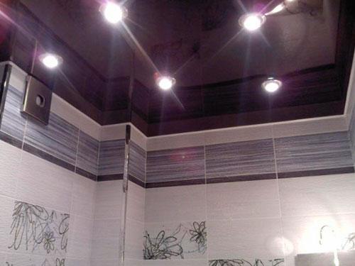 На фото влагозащищенные светильники для ванных комнат