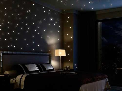На фото настольные лампы в спальню