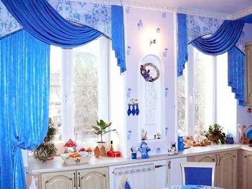 На фото кухонные шторы