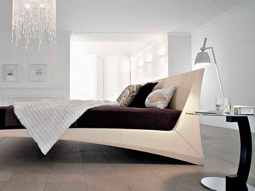 На фото спальня в стиле хай тек