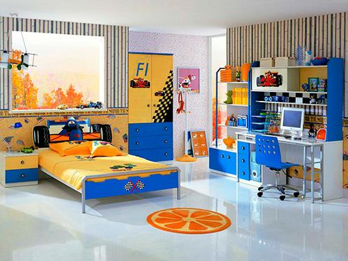 На фото интерьер комнаты для мальчика школьника