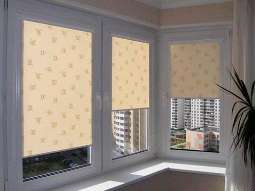 На фото шторы от солнца на окна