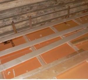 Пол в бане. Утепление выполняется на ровной поверхности
