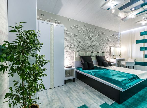 Спальня с нелаконично вписанным шкафом