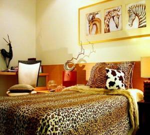 Красивый интерьер спальни в этническом африканском стиле