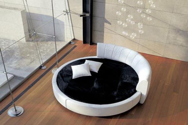 Минимализм предполагает и круглые кровати