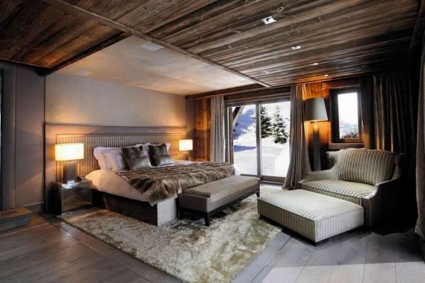 Гармония цветового решения в спальне-шале