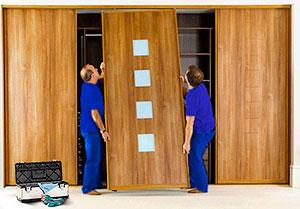 Монтаж дверей в шкаф-купе