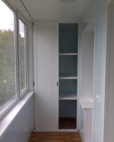 Встроенный шкаф на балконе