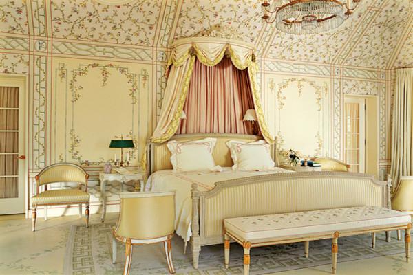 Примерно так выглядела дворцовая спальня в эпоху Густова III