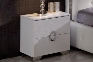 Тумба из экокожи идеально впишется в интерьер спальни в стиле модерн