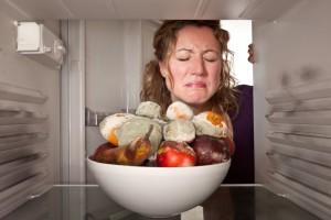 Если холодильник работает, но не морозит, возможно компрессор перестал накачивать давление в системе