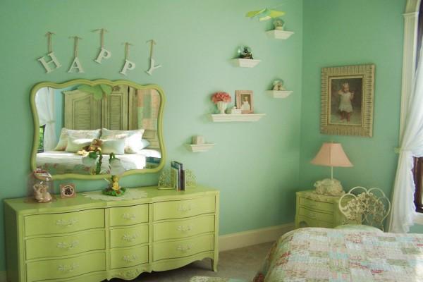 Интерьер детской комнаты в нежных мятных тонах