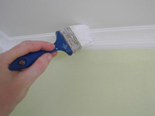 Как клеить плинтуса на потолок
