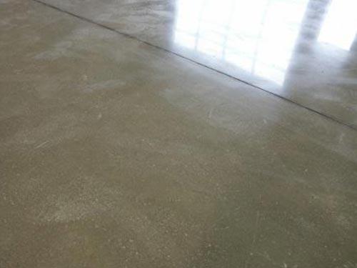 Обеспыливание бетонного пола своими руками