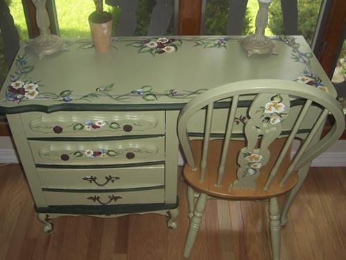 На фото техника декупажа мебели