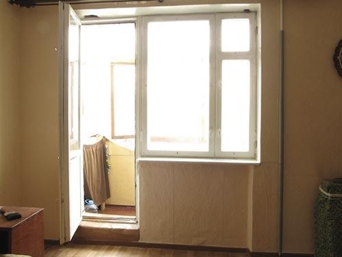 На фото пластиковый балконный блок