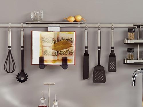 На фото кухонный рейлинг
