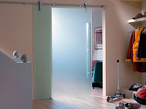 На фото стеклянные раздвижные двери
