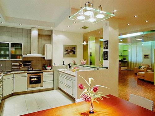 На фото потолочный светильник на кухню