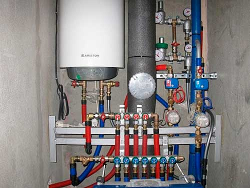 На фото показано как установить накопительный водонагреватель