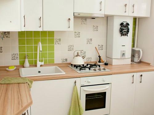 На фото газовые колонки для квартиры