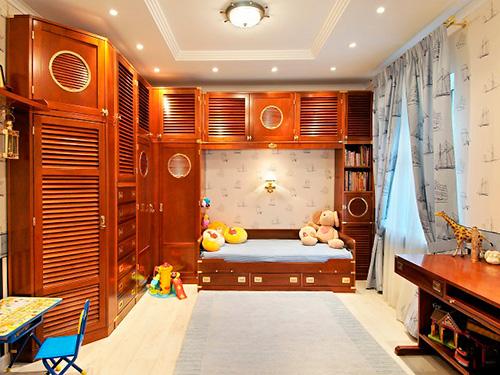 На фото интерьер детской комнаты для мальчика