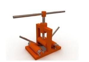 Конструкцию можно усовершенствовать, дополнив реверсивным электродвигателем с редуктором