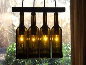 Люстра из нескольких винных бутылок