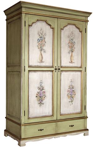 Шкаф украшенный в стиле декупаж