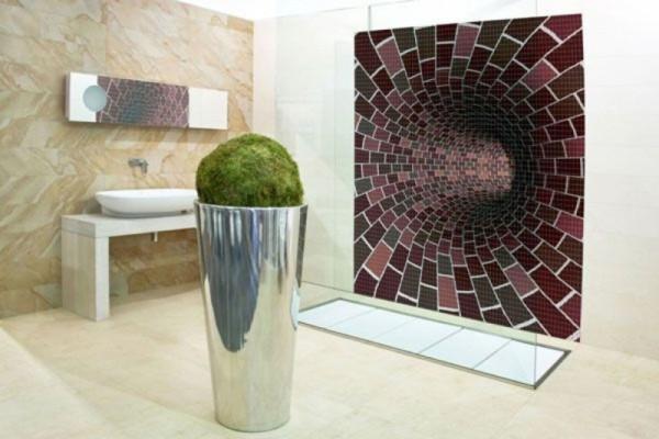 Абстрактное оформление стены в ванной мозаикой
