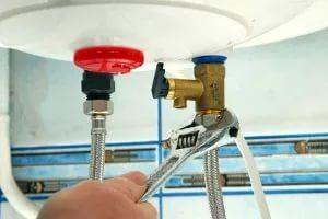 Потек водонагреватель — что делать?