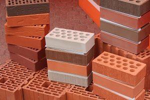 Сколько кирпича в поддоне: от чего зависит вместимость стройматериала в штуках