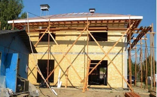 Низкая цена и высокая скорость возведения каркасных конструкций – главные их плюсы
